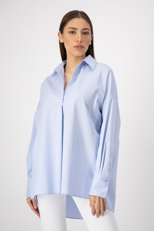 Oversized Bluse mit Hemdkragen in Hellblau von LOUIS and MIA