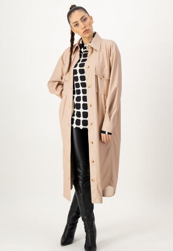Beige Lederimitat Jacke mit Knopfleiste und zwei Brusttaschen von LOUIS and MIA