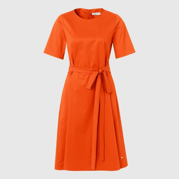 Kleid mit Gürtel in Orange von LOUIS and MIA