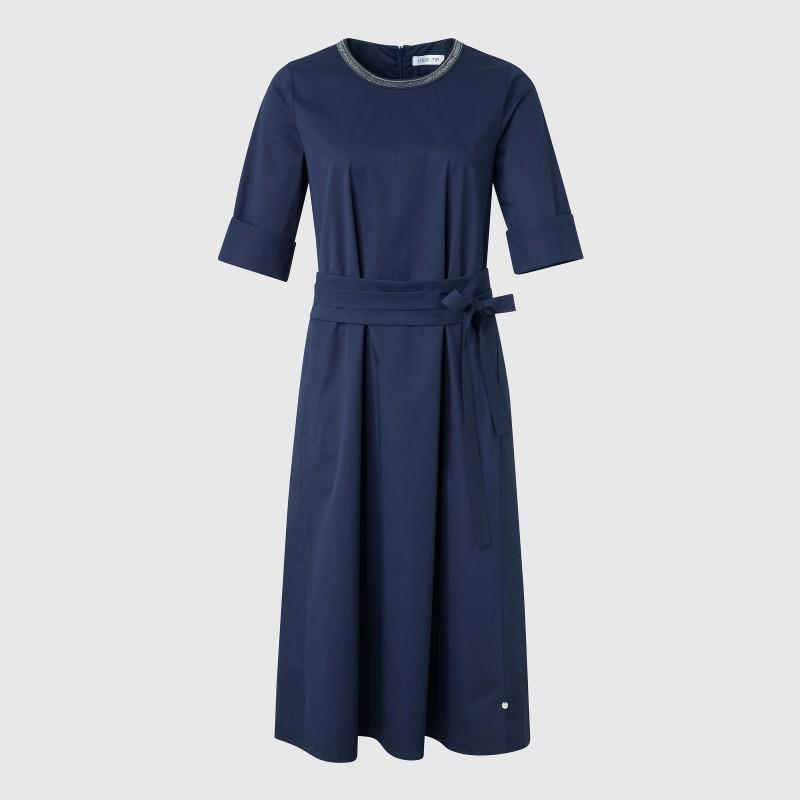 Kleid mit verziertem Rundhals und 3/4 mit Schlitz von LOUIS and MIA