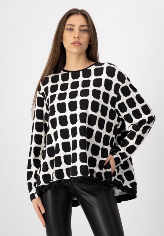 Rundhals Sweater mit Print in Schwazr Weiß und zwei seitlichen Taschen von LOUIS and MIA
