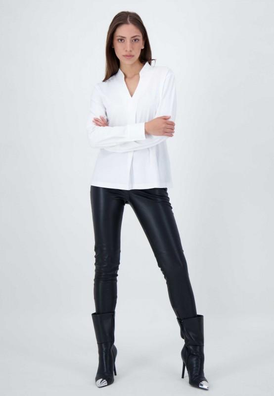 Weißes Blusen Shirt mit V-Ausschnitt und Stehkragen von LOUIS and MIA