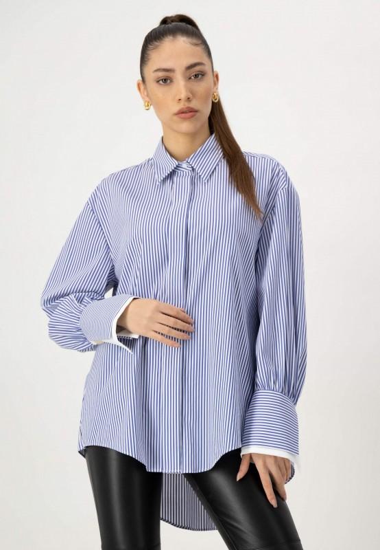 Oversize Bluse mit Streifen und goldenem Knopf an den Manschetten